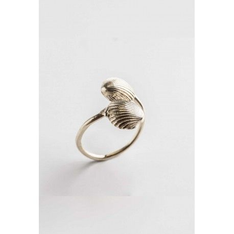 Twin Oysters Ring